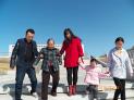 巴林左旗孝老爱亲最美家庭张国华:节假日的时候,我们经常带着父母去户外玩,我们不但尽量为老人提供优越的物质生活,更关注他们的精神生活。.JPG